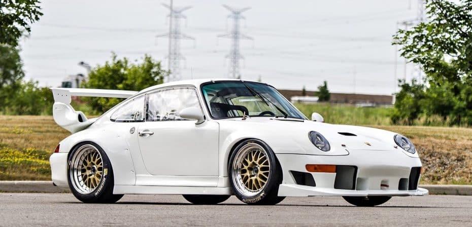 ¿Te sobra un millón y medio de euros? Este extraño Porsche 911 GT2 EVO podría ser tuyo