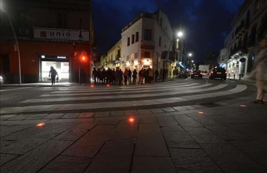 ¿Semáforos de suelo para adictos al móvil? Esta original idea ya es una realidad en España