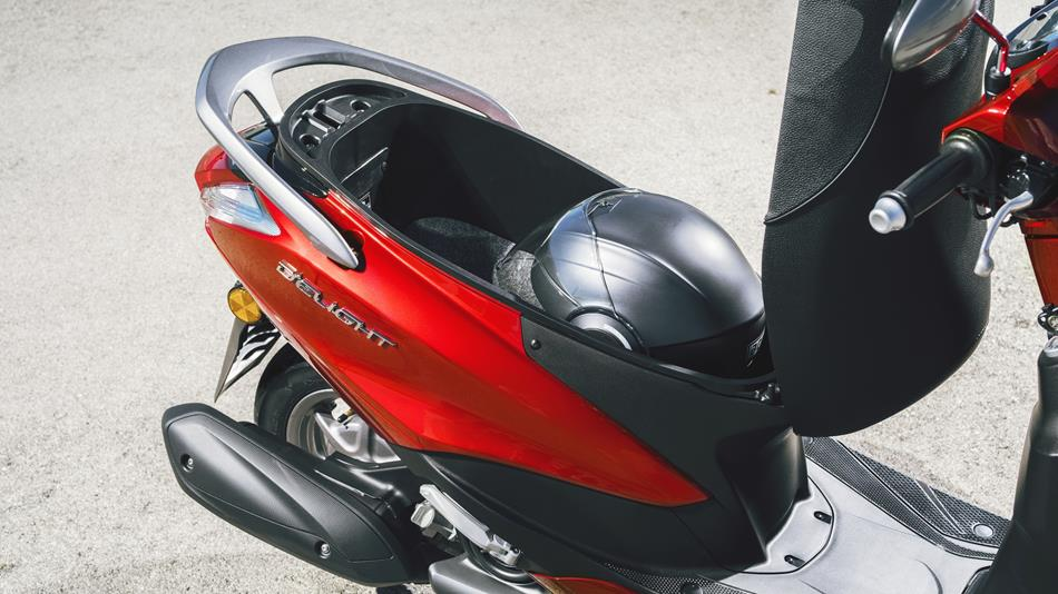 2017-yamaha-delight-125-eu-lava-red-detail-004