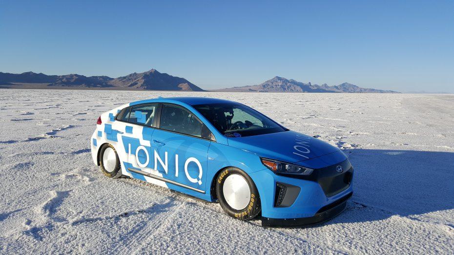¿Crees que los híbridos son aburridos? Este Hyundai Ioniq bate todos los récords a 257 km/h