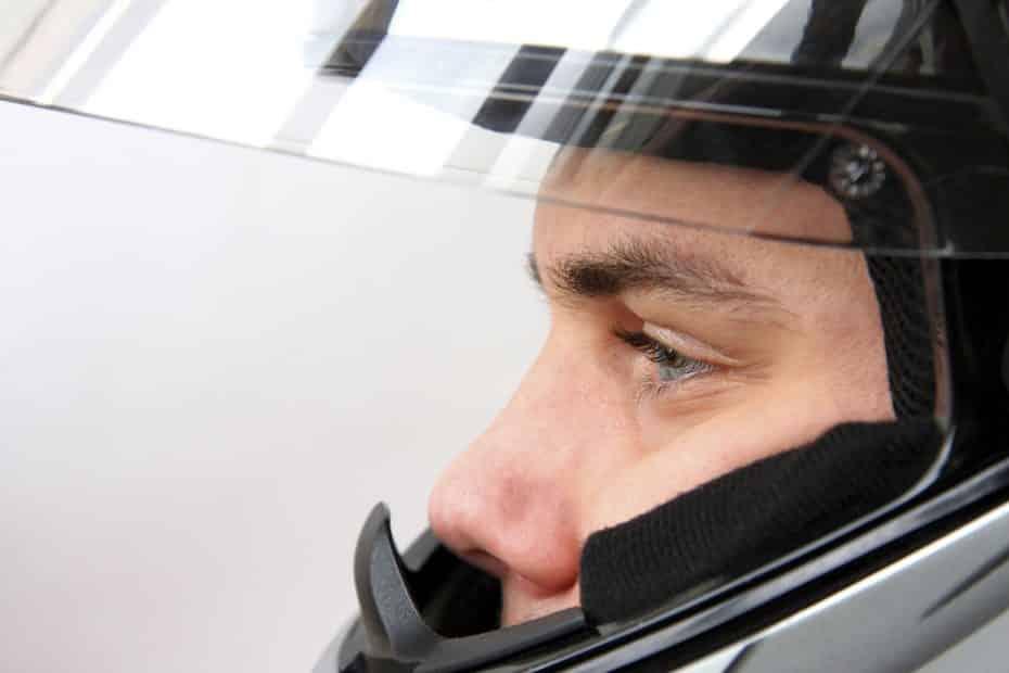 ¿Y si tu moto no te dejase arrancar sin ponerte el casco?: 'Cascolock', la última propuesta de la DGT