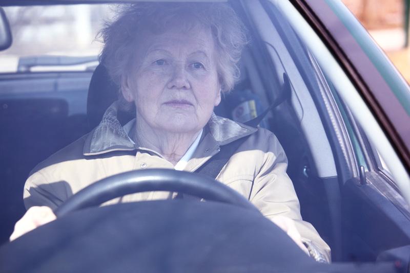 Los hay con suerte: Tras más de medio siglo conduciendo sin carnet, la cazan a los 74 años de edad