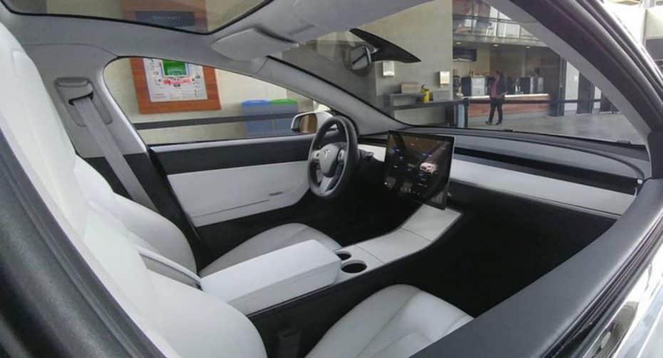 El interior del Tesla Model 3 parece… ¿demasiado minimalista?