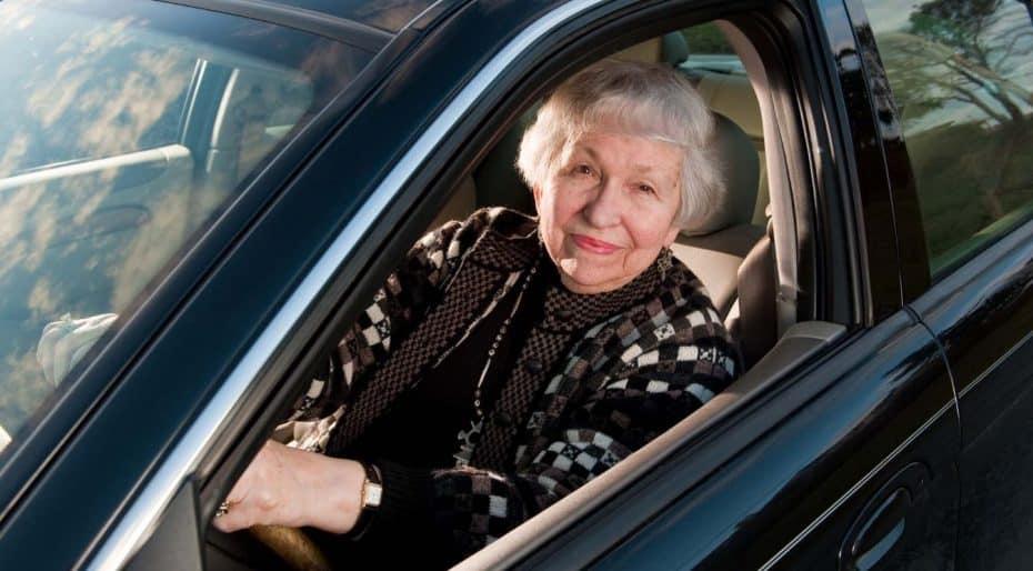Ancianos al volante: Un problema creciente con opiniones dispares al respecto