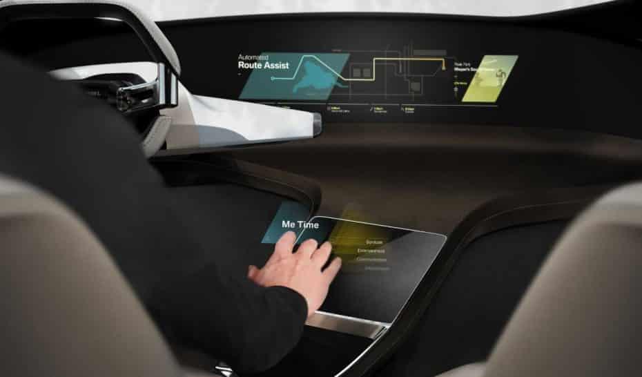 Olvídate de los botones y las pantallas en la consola central: ¡La solución de BMW mola más!
