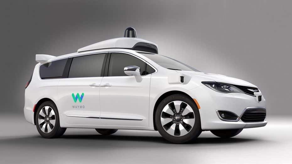 La última versión del coche autónomo de Google se viste de Chrysler Pacifica