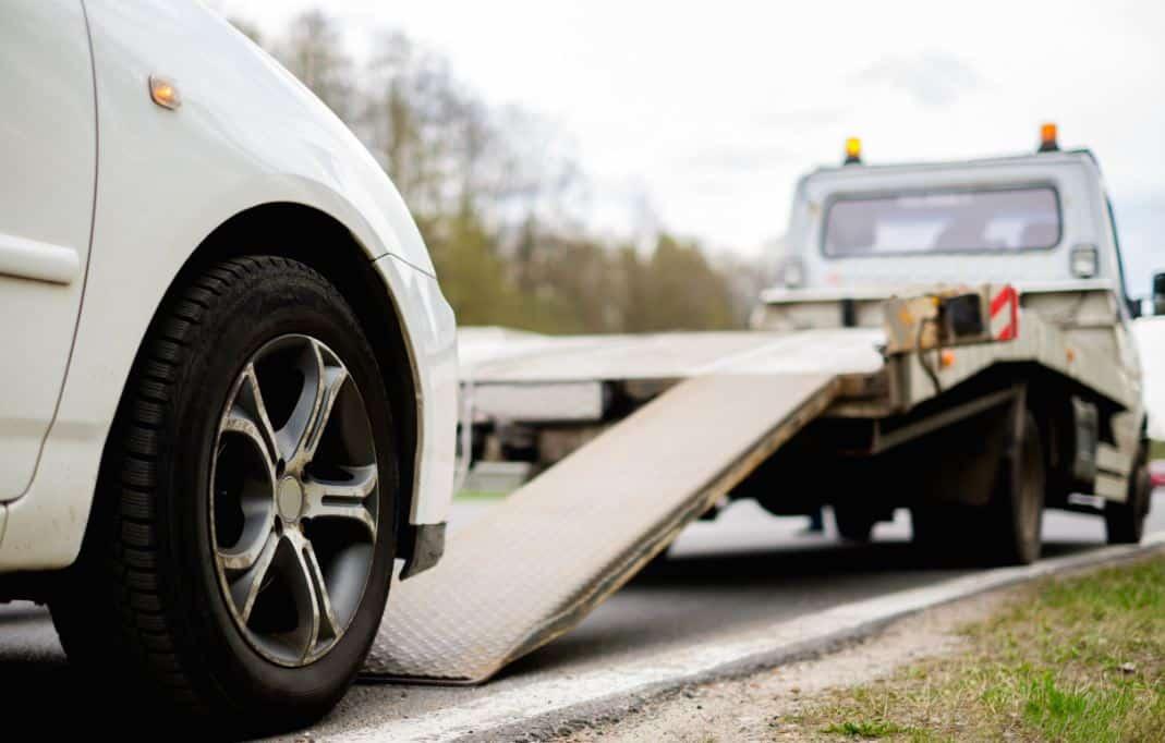 El seguro te puede ayudar a arrancar el coche sin batería