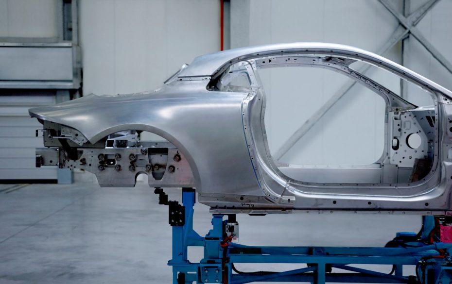 El Alpine A120: Alta dosis de aluminio para competir con los «grandes alemanes»