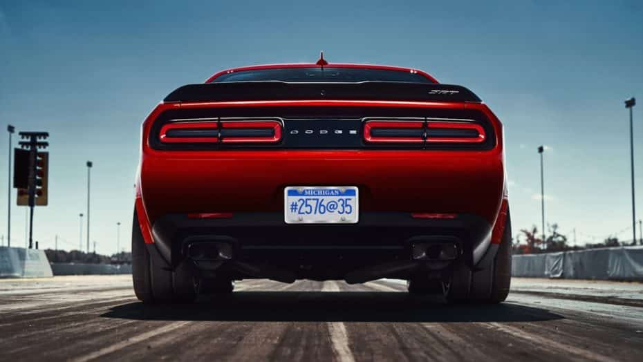 ¡Estremecedor! Así queman rueda las enormes gomas del Dodge Challenger SRT Demon entre bramidos