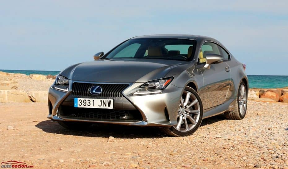 Estos fueron los híbridos más vendidos en España: Toyota marca el ritmo, Mitsubishi entre los PHEVs