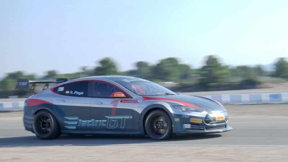 ¡El Tesla Model S P100D para la Electric GT ya es oficial!: 500 kg menos y 785 CV de pura electricidad
