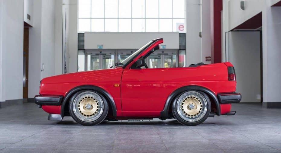 Un preparador británico ha transformado este Volkswagen Golf 2 GTI ¡En el cabrio más pequeño del mundo!
