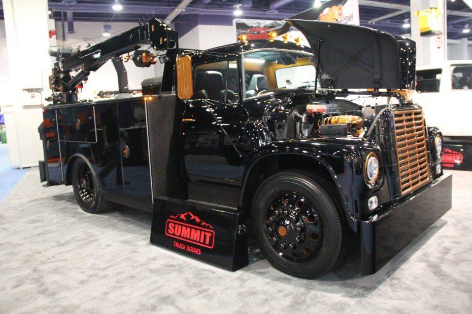 ¡Monstruoso! Así es este camión Loadstar 1700 con un motor Hellcat y un chasis RAM 5500