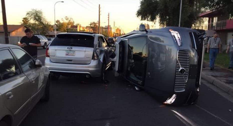 Uber suspende las pruebas de vehículos autónomos después de un aparatoso accidente en Arizona