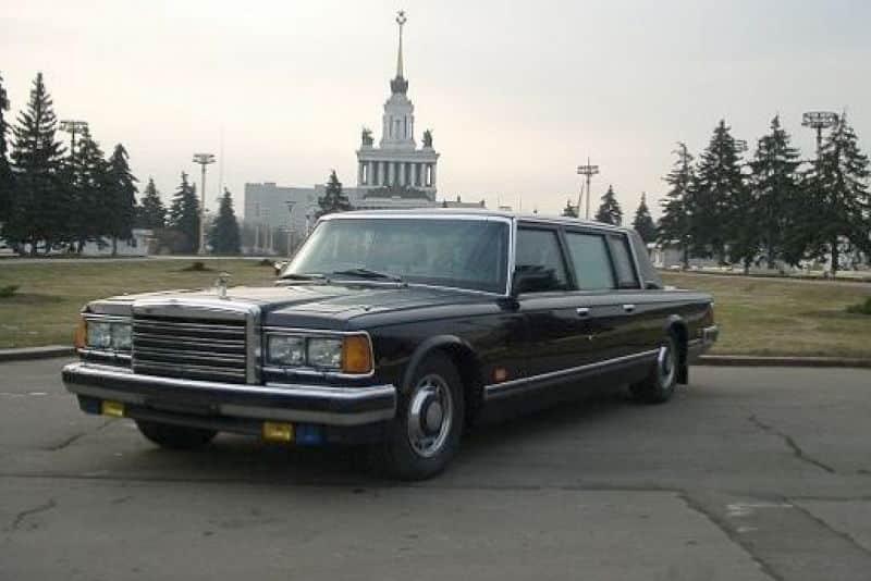 A subasta este ZIL 41052 de Mijaíl Gorbachov ¿Cuánto pagarías por uno de los coches más seguros del mundo?