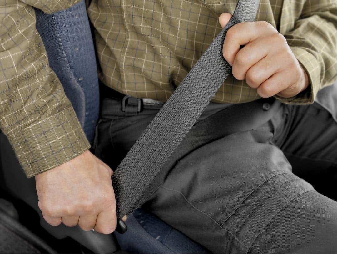 onducir un vehículo sin cinturón representauna infracción grave