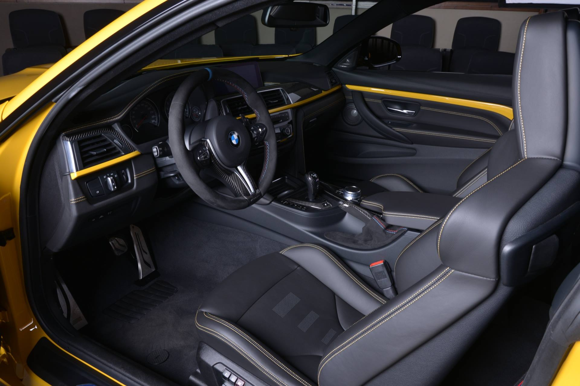 BMW M4 Competition Package 'Speed Yellow'-10