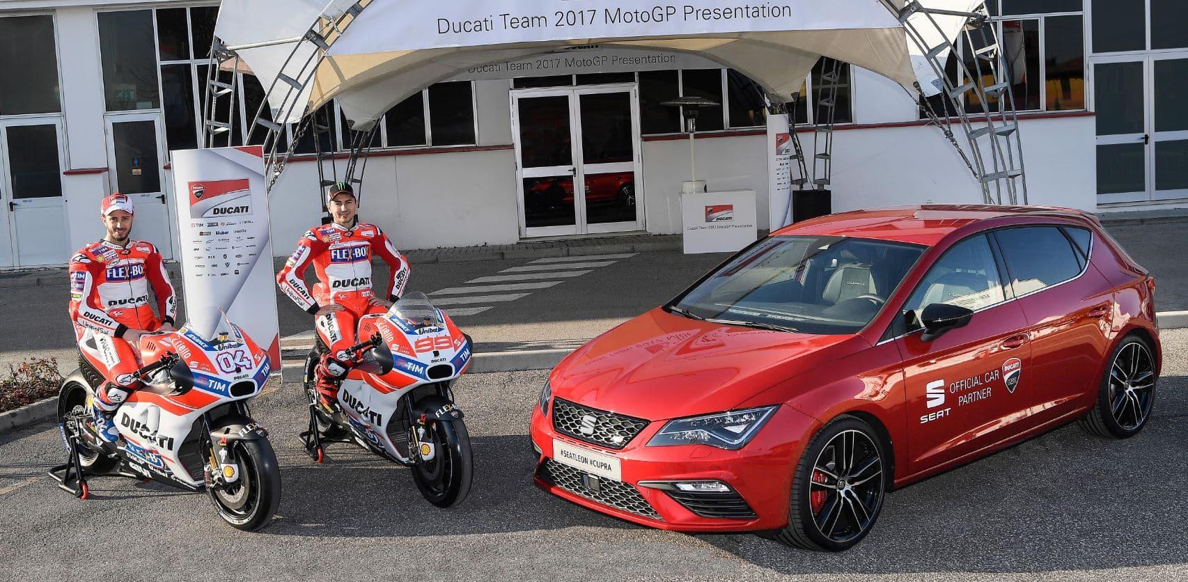 """Y de regalo, un SEAT León CUPRA 300 para el """"día a día"""" de Jorge Lorenzo y Andrea Dovizioso"""
