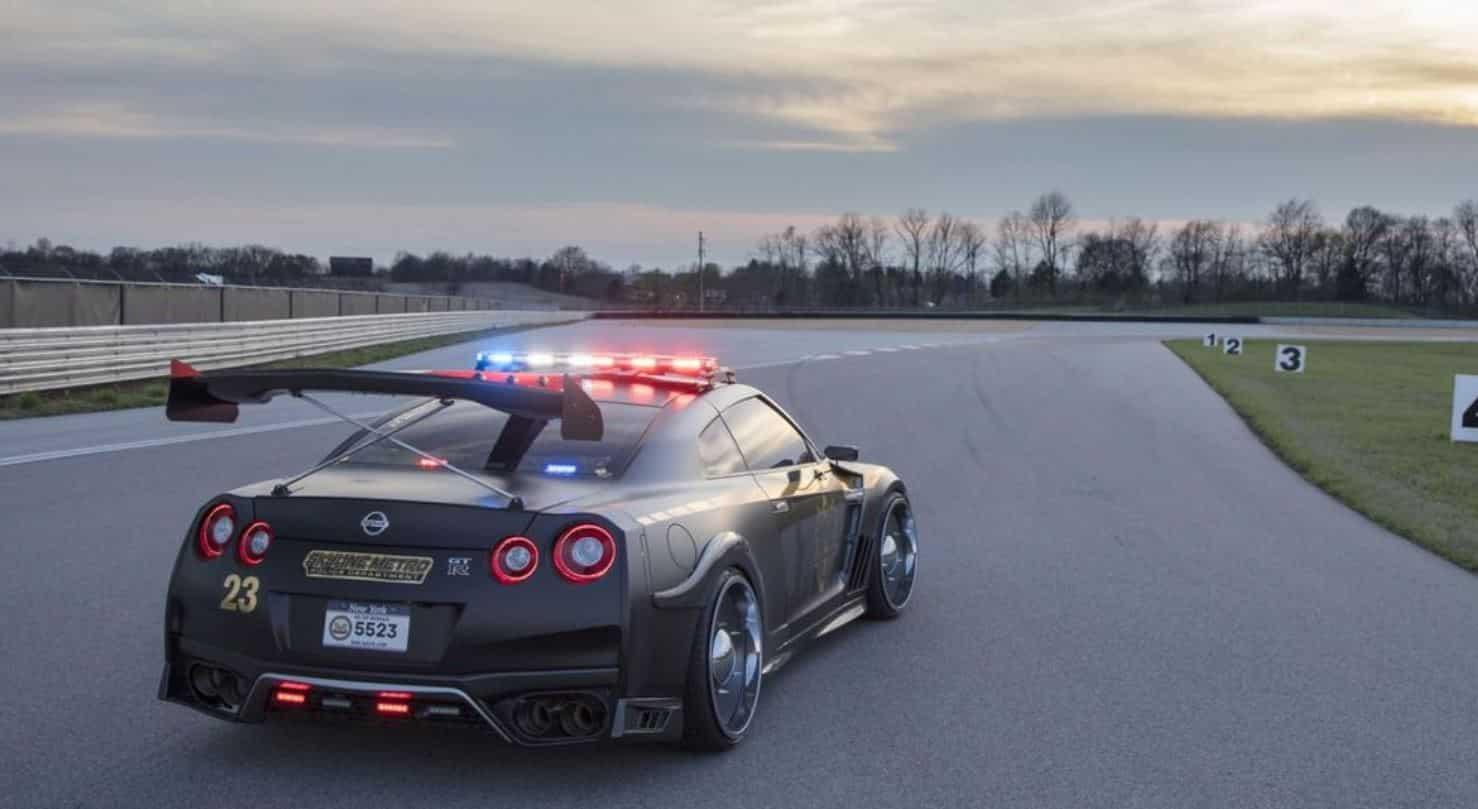 Nissan GT-R Policía 2