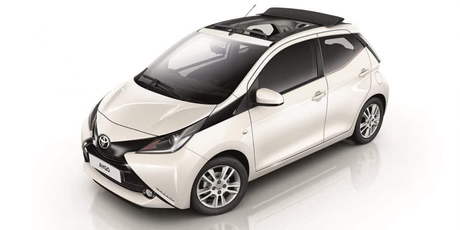 Nuevos Toyota Aygo x-wave y x-sky: Con techo de lona eléctrico
