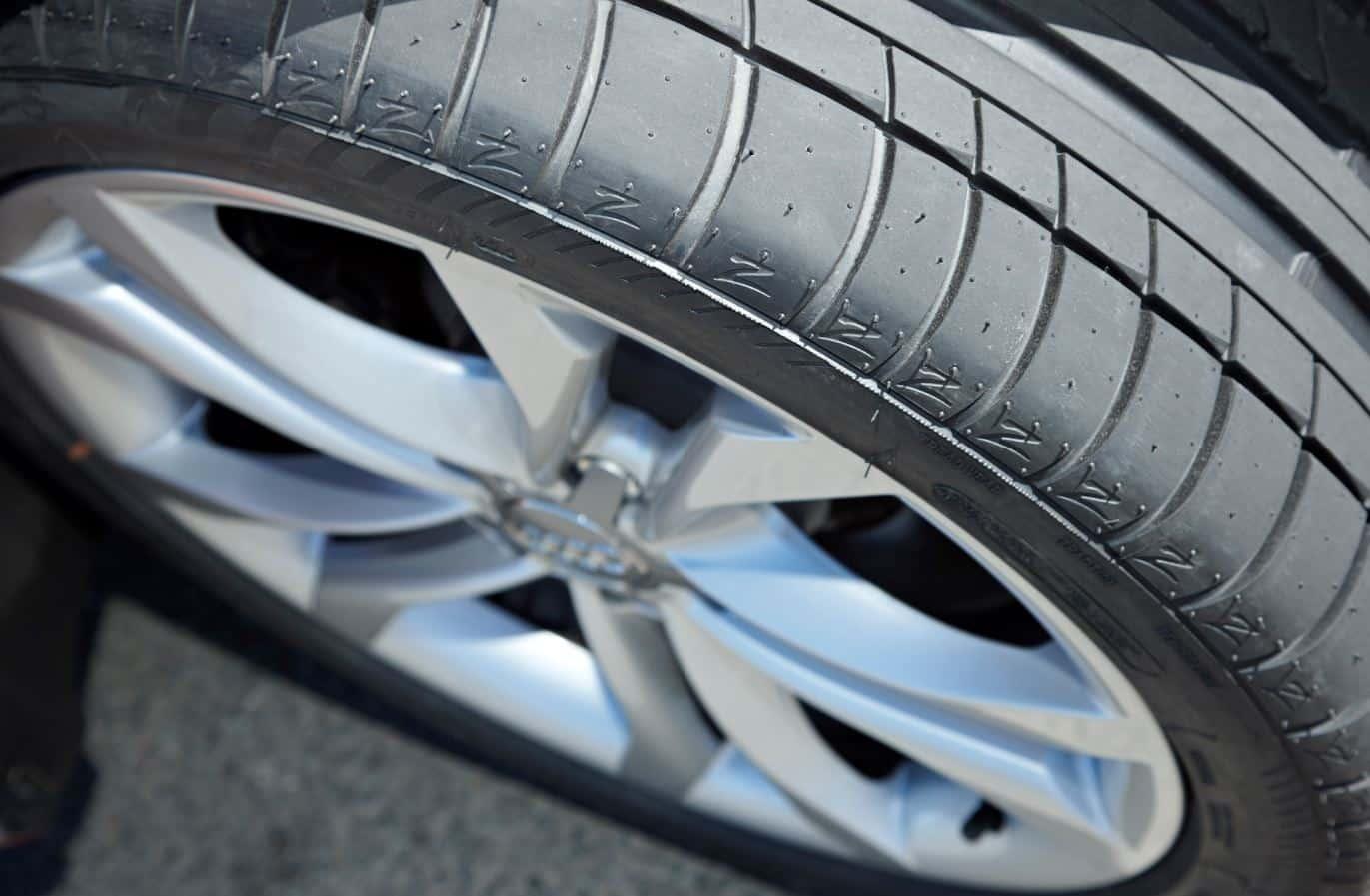 el único factor a tener en cuenta para la 'caducidad' de nuestros neumáticos es el uso