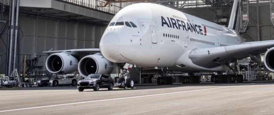 ¿Un Porsche Cayenne Diésel tirando de un A380?: ¡Aquí hay récord!