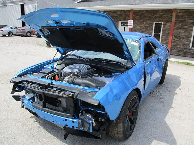 Destrozar tu nuevo Dodge Challenger Hellcat con solo 29 kilómetros ¿Es un nuevo récord?