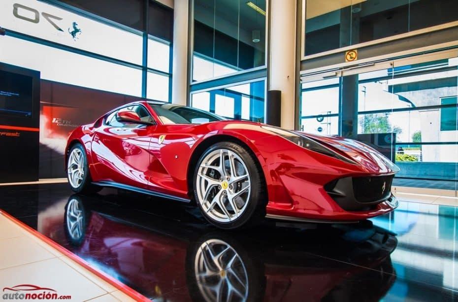 Presentación Ferrari 812 Superfast: Conocemos la última joya italiana y, de paso, el LaFerrari Aperta