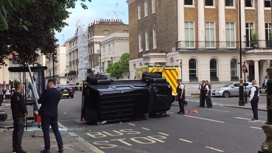 Por increíble que parezca, un Toyota Prius ha hecho volcar a este BRABUS G500 4×4² en Londres