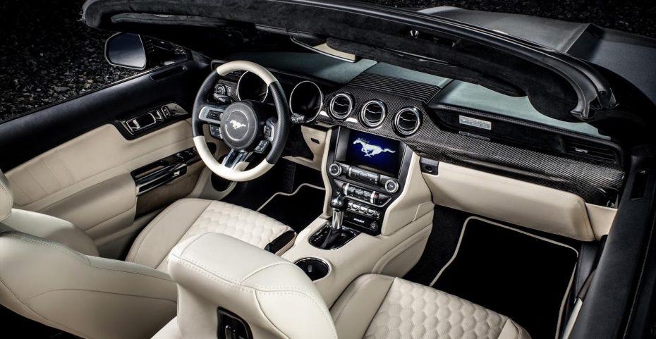 Mucho cuero y fibra de carbono: Así es el interior del Mustang GT que nos propone Carlex Design