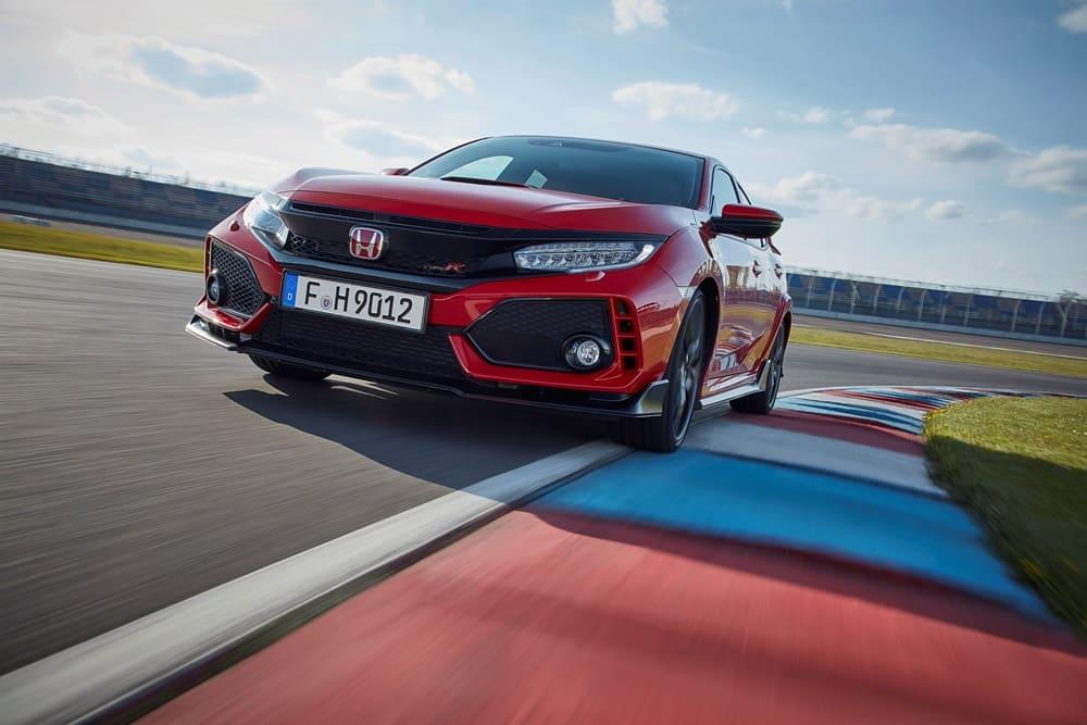 ¿Montar el motor del Civic Type R o el V8 HEMI del Challenger en tu propio coche? ¡Es tu oportunidad!