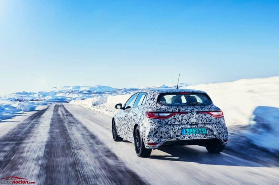 Aquí con un calor infernal y el nuevo Renault Mégane RS dándose un paseo por la nieve…