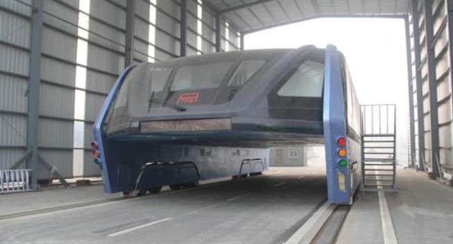 Ni presente ni futuro, el autobús chino que volaba por encima de los coches solo fue una gran estafa