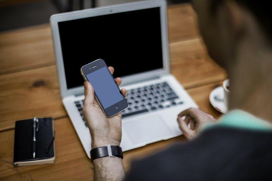 Todos los trámites de la DGT que puedes hacer sin salir de casa: Sede Electrónica, teléfono y app