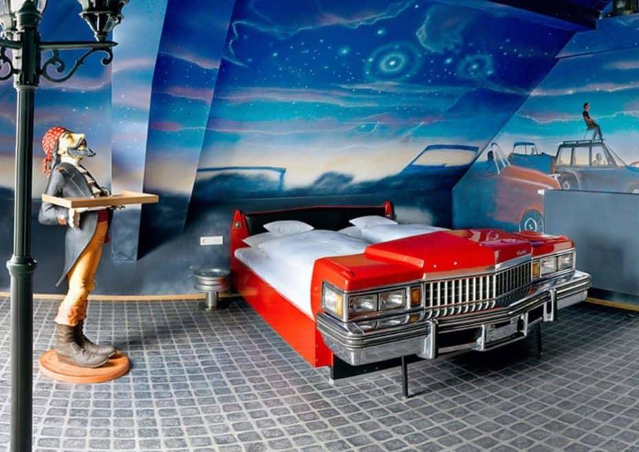 El hotel de los sueños para todo amante del motor: Así es el V8 Hotel en Stuttgart