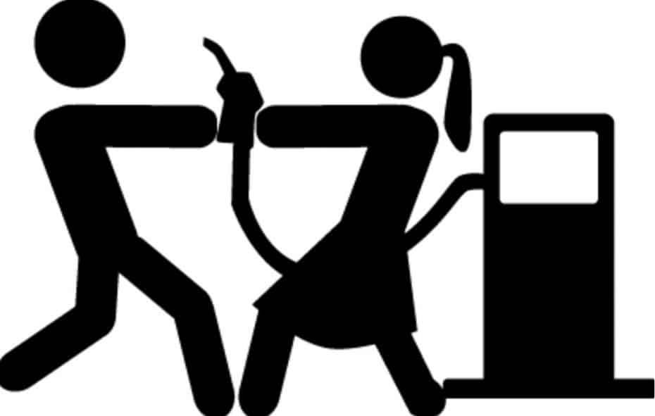 ¿Sabes que en España se abre una gasolinera cada 36 horas?: La guerra de las «low cost»