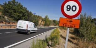 La nueva normativa de Tráfico: Adiós a superar el límite de velocidad al adelantar en secundarias, entre otros