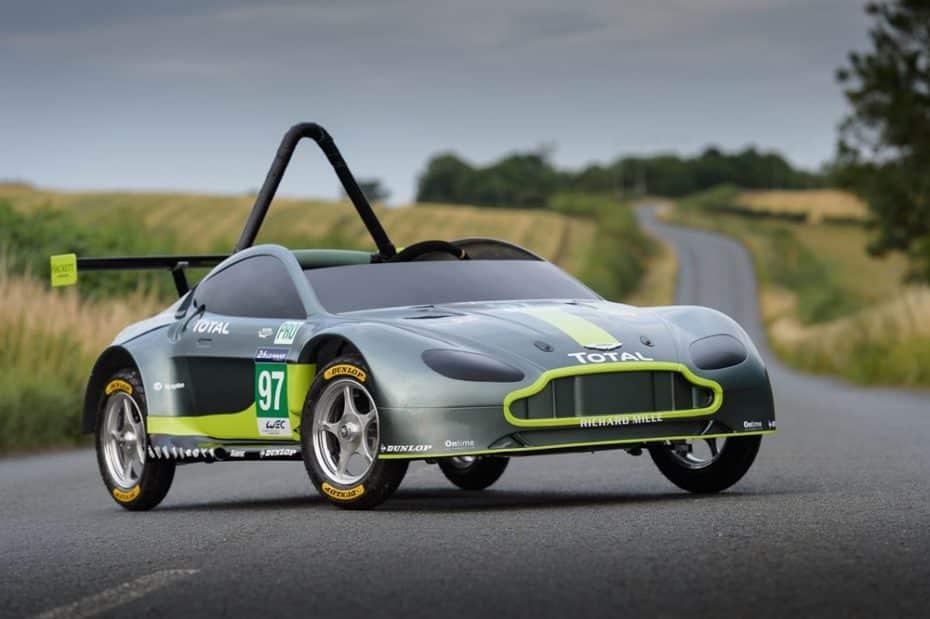 ¿Un Aston Martin V8 Vantage GTE 100% cero emisiones? Sí, no tiene motor y se mueve por la gravedad