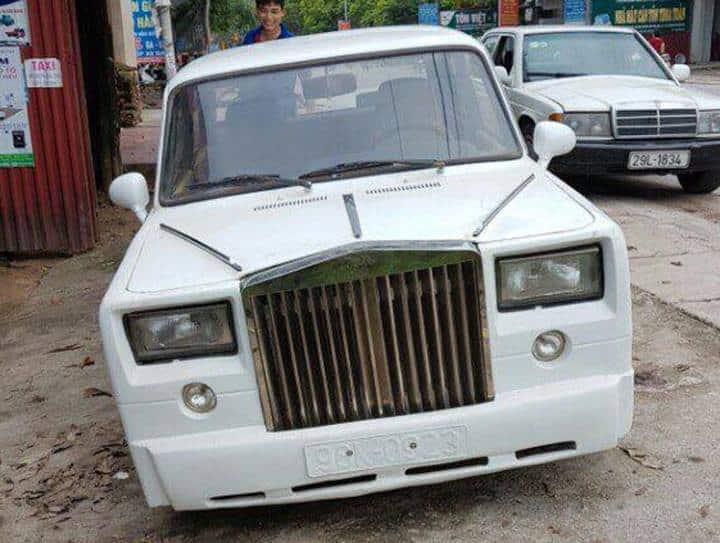 Un Lada convertido en un Rolls-Royce «de pega» ¡Ojo al destrozo de la semana!