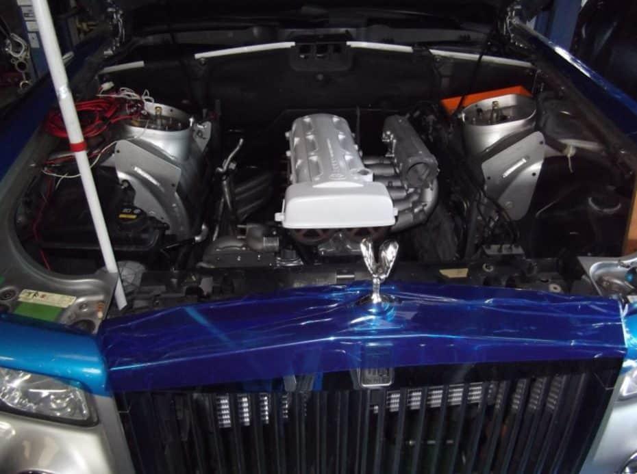 Este Phantom ya no tiene el refinado V12 de Rolls-Royce bajo el capó, ahora tiene un 2JZ de Toyota
