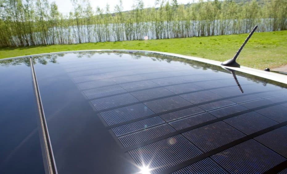 Techos panorámicos con placas solares: La idea de Audi para aumentar la autonomía de sus eléctricos