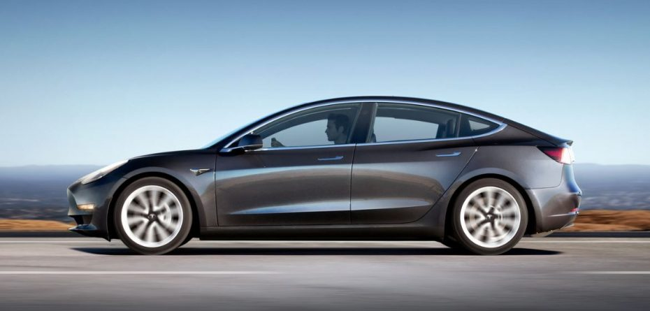 Más malas noticias para Tesla: 'Consumer Reports' ha calificado al Model 3 con una nota mediocre