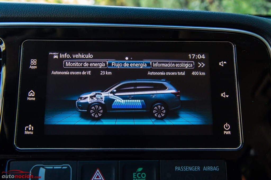 a8c20345d36 Una de las novedades del Mitsubishi Outlander PHEV para este año es la  pantalla del sistema multimedia