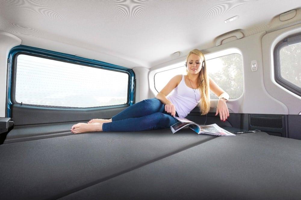 Puedes dormir dentro del coche