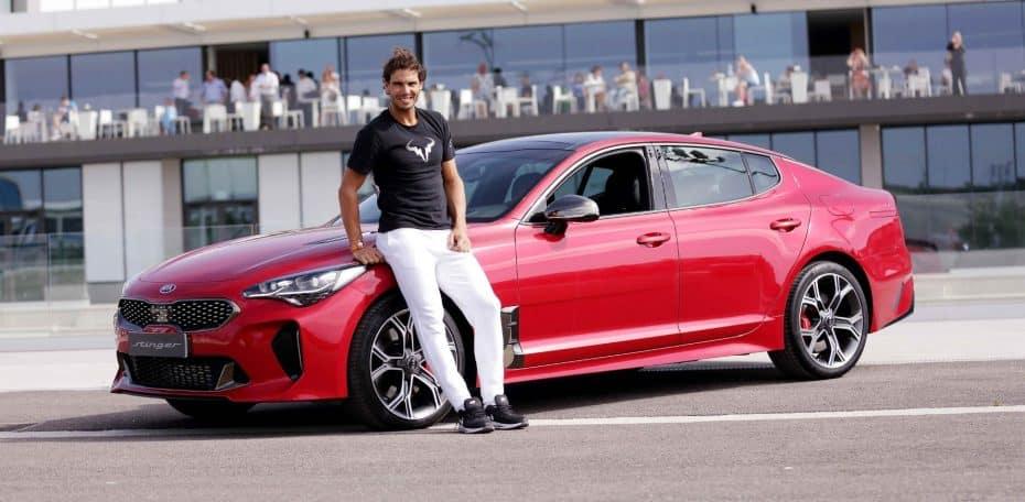 Rafa Nadal ya luce su nuevo coche, un Kia Stinger V6 biturbo de 3,3 l y 370 CV