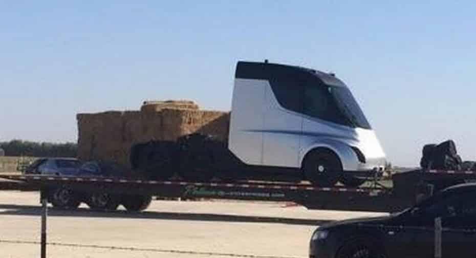¡Cazado el camión de Tesla al descubierto!: Así es la bestia eléctrica de Elon Musk