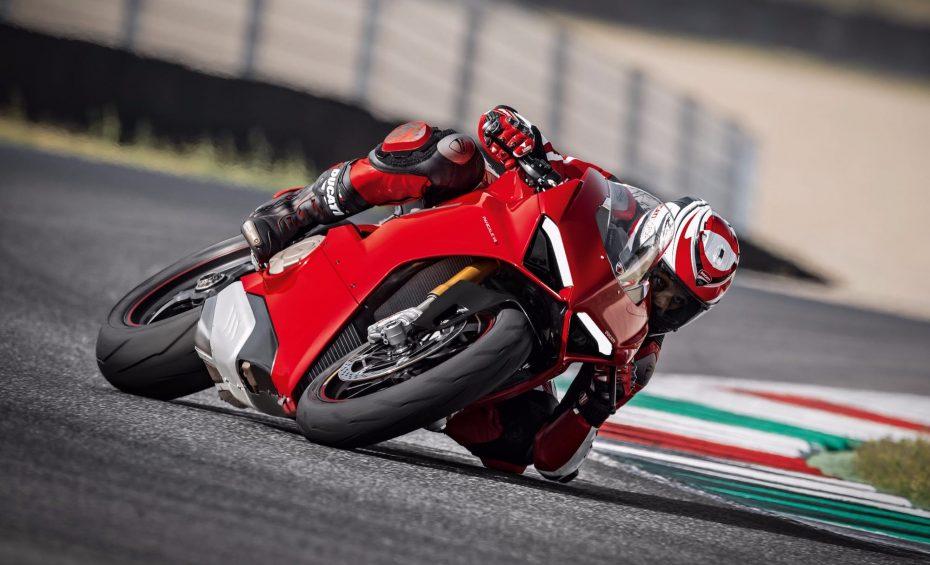 Ya está aquí la Ducati Panigale V4: ¡Una bestia de solo 175 kilos y hasta 226 CV de potencia!