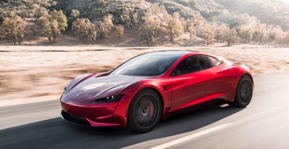 El Tesla Roadster equipará hasta diez cohetes propulsores ¿Un SpaceX sobre ruedas?