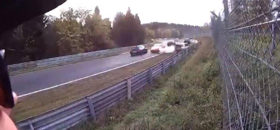 Atento la que lía esta mancha de anticongelante en Nürburgring…