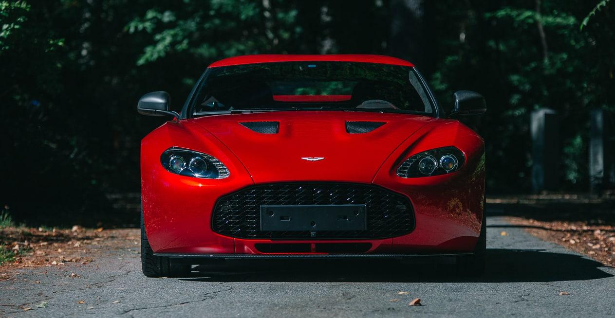 ¿El regalo de Reyes perfecto? A subasta un Aston Martin V12 Zagato y Vanquish Zagato Volante